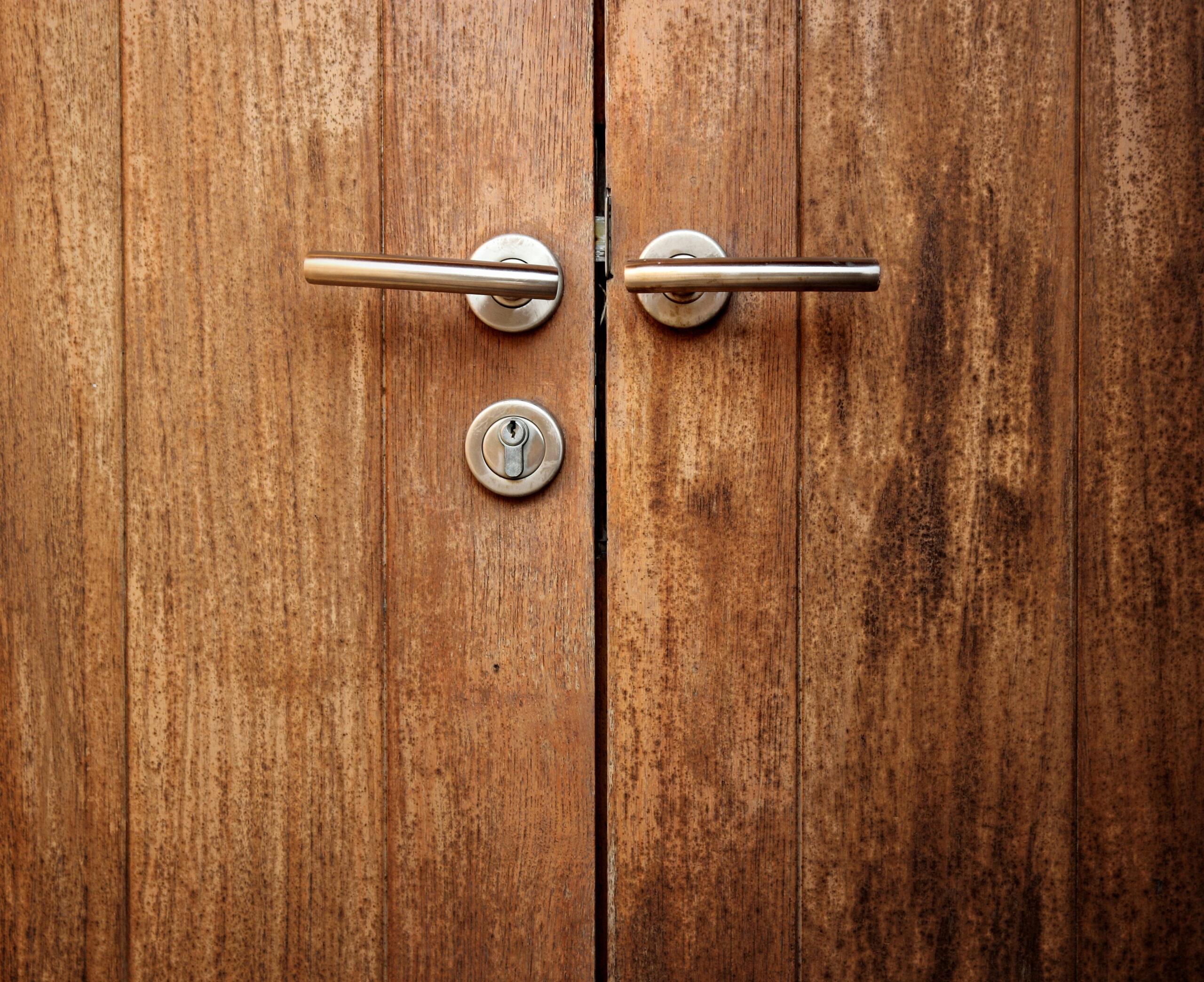 Pasos para cambiar la puerta principal de casa